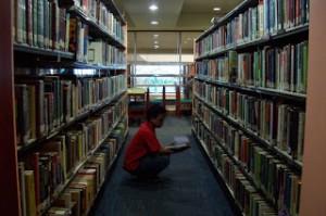 Mendesain Sendiri Perpustakaan Mini di Kamar Kost