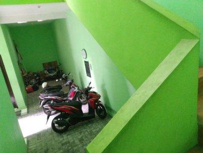 Tempat parkir motor