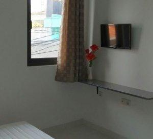 Kamar Kost dengan jendela