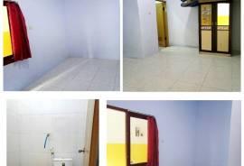 Kamar kos dan kamar mandi dalam