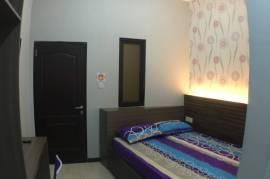 Oval kost AC (spt guest house) studio room , kamar mandi dalam