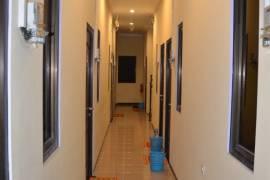 oval kost ac spt guest house studio room , kamar mandi dalam