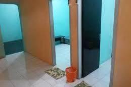 terima kostan rumah 1 pintu 2 kamar ada 3 pintu masih kosong