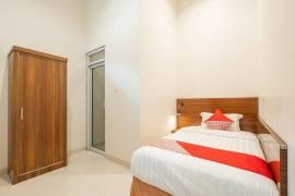 OYO 1308 Darmo Residence